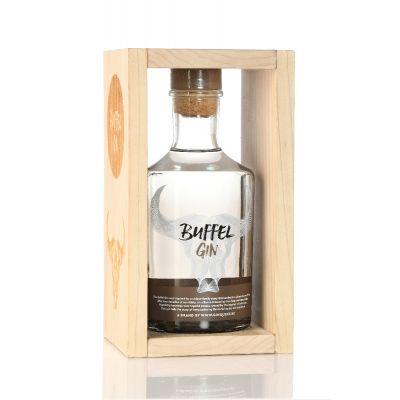Buffel Gin Wooden box fles 70cl + 2 aperitiefplankjes
